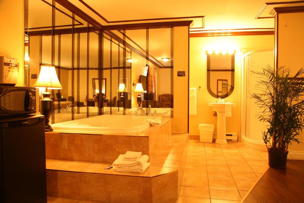 Motel & Hotel Le Luxembourg - Starting from 50 CAD - Hotel in Quebec ...