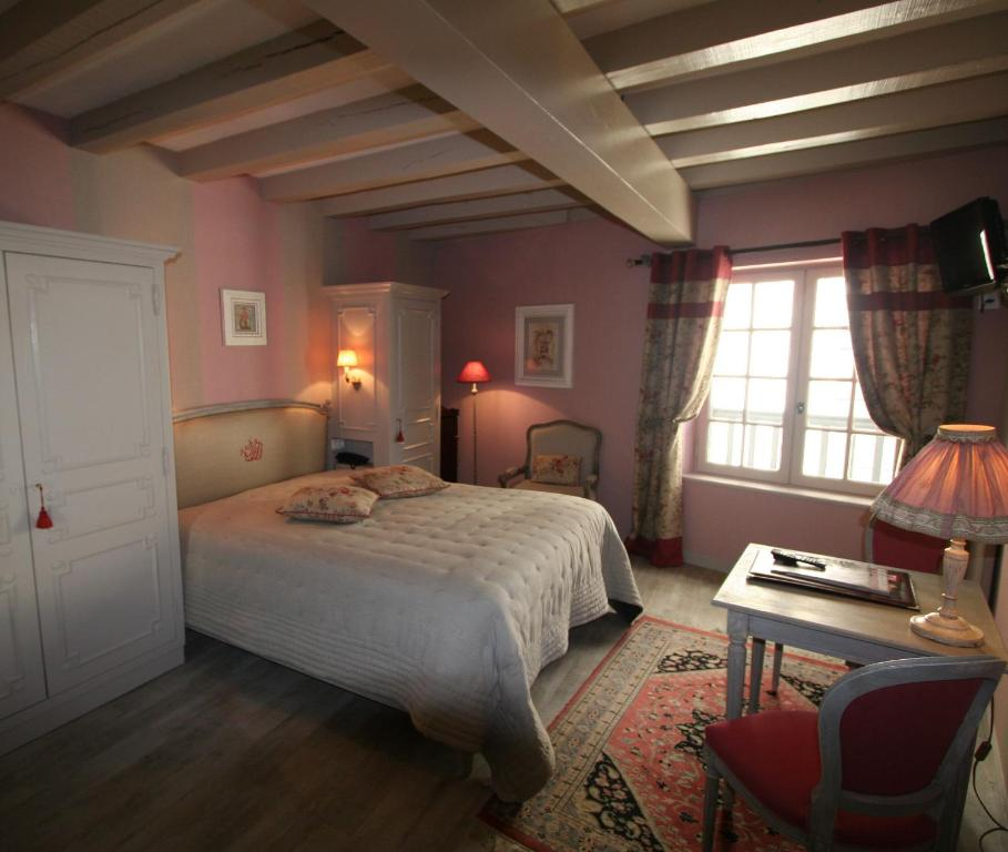 H tel st pierre saumur book your hotel with viamichelin for Hotels saumur