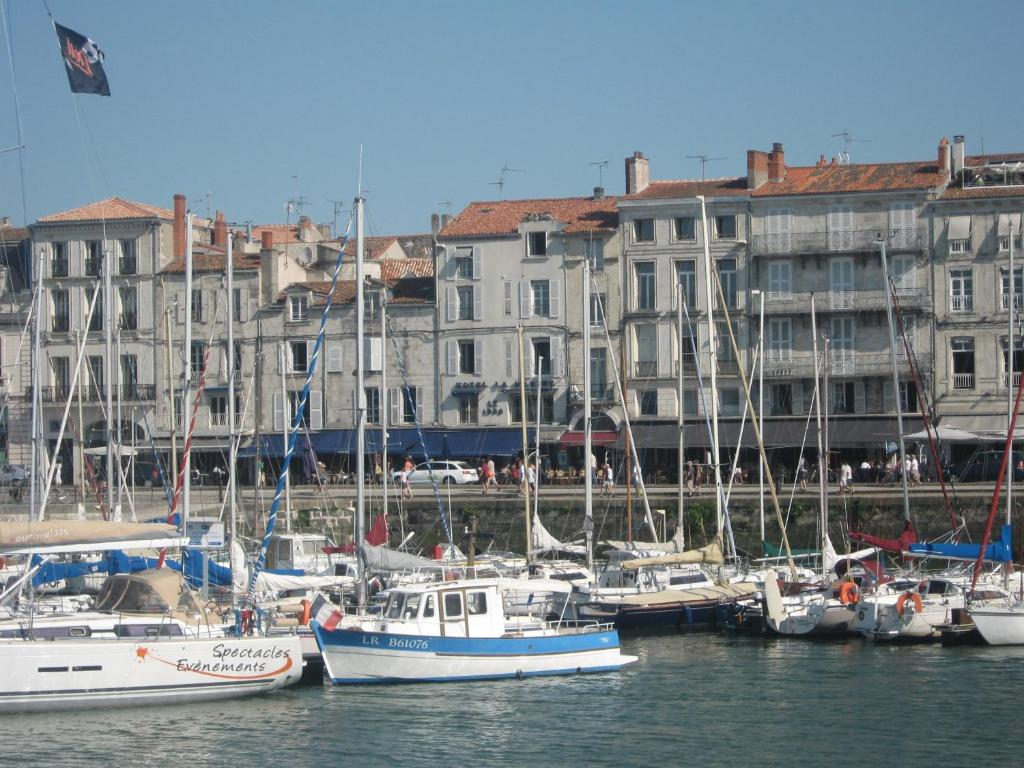 Hotel la marine la rochelle book your hotel with for Hotels la rochelle