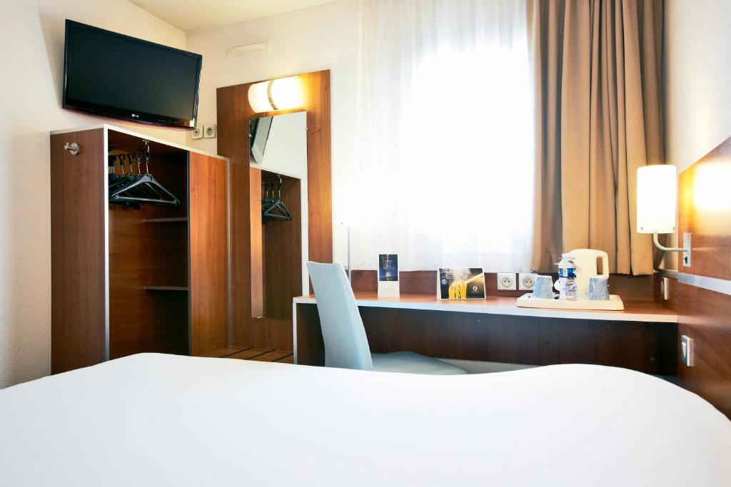 kyriad hotel paris porte d 39 ivry ivry sur seine book your hotel with viamichelin. Black Bedroom Furniture Sets. Home Design Ideas