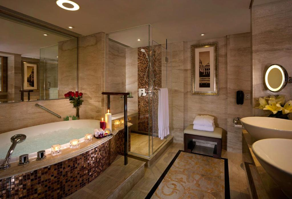 Intercontinental grand stanford hong kong 70 mody road for Hotel bathroom supplies