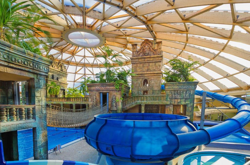 Aquaworld resort budapest budapest iv book your hotel for Aqua piscine otterburn park