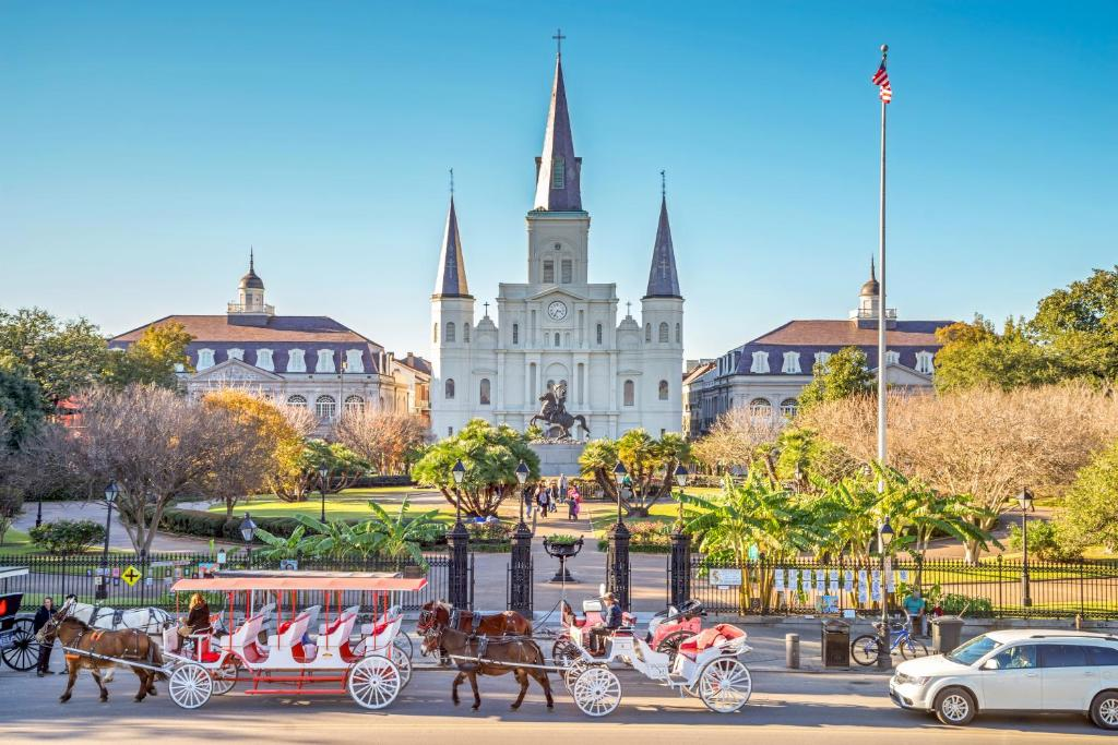 top hotels new orleans louisiana Astor Crowne Plaza New Orleans French Quarter