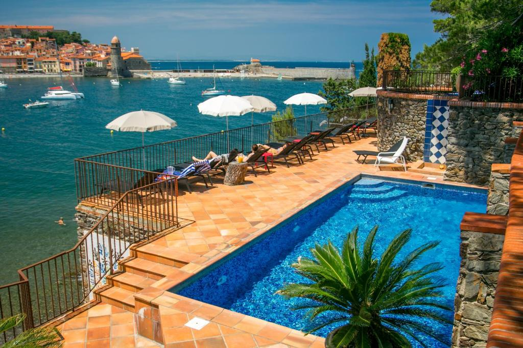 Le relais des trois mas collioure book your hotel with for Les jardins de collioure