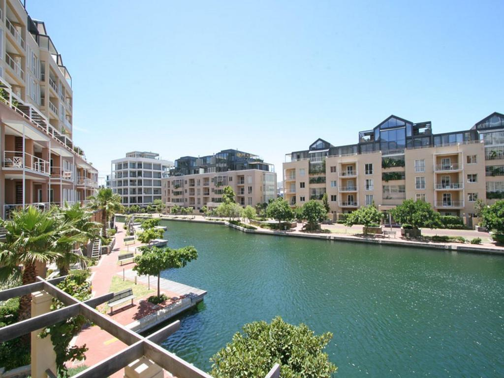 Located Next To Victoria And Alfred Waterfront In Cape Town