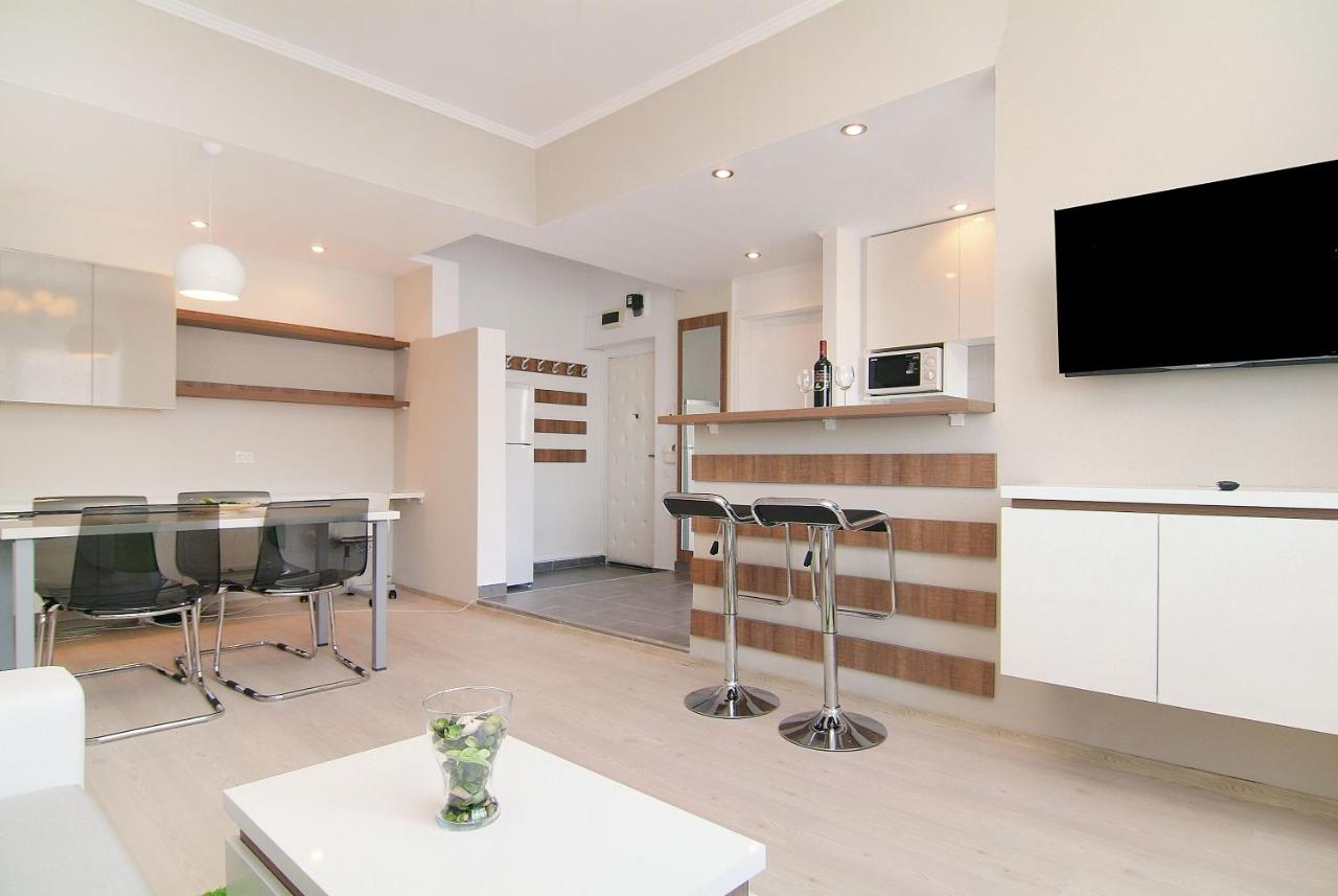 Deluxe 2 bedrooms Apartment University Square, Bucharest