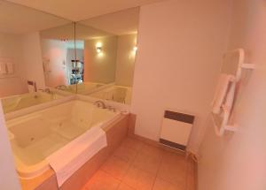 Suite with Two Queen Beds and Spa Bath - Non-Smoking
