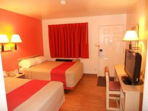 Double Room with Two  Double Beds- Disability Access/