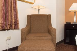 Special Offer - King Room with Parking and Airport Transfer