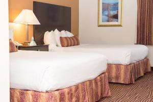 Special Offer - Queen Room with 2 Queen Beds with Parking and Airport Transfer