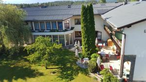 Hotel garni Landhaus Servus, Hotels  Velden am Wörthersee - big - 1