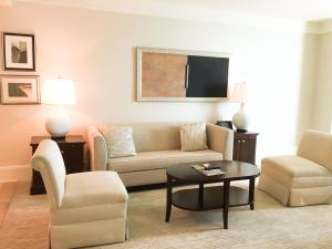 One-Bedroom Oceanfront Residential King Suite with Sofa Bed