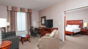 One Bedroom King Suite with Spa Bath