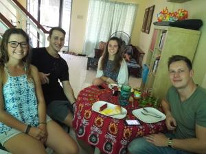 Happy to Mingle Airport Hostel Manila, Хостелы  Манила - big - 1
