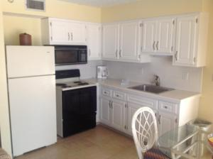 One-Bedroom Queen Apartment with Kitchen - (across the street from beach - no view)