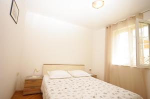 Capt.Krzanic, Apartments  Podgora - big - 8