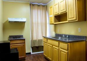 Queen Studio with Kitchen and Private Bathroom