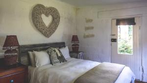 Budget Quadruple Room with Shared Bathroom - Stables Cottage