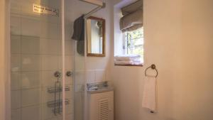 Twin Room with Shower - Lower Creamery