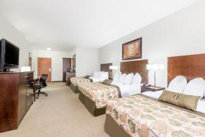 Queen Room with Three Queen Beds - Non-Smoking