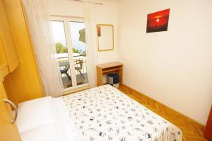 Capt.Krzanic, Apartments  Podgora - big - 18