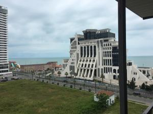 Apartment Khimshiashvili Street 27, Pensionen  Batumi - big - 1