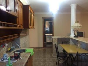 Apartment Khimshiashvili Street 27, Pensionen  Batumi - big - 5