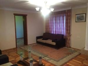 Apartment Khimshiashvili Street 27, Pensionen  Batumi - big - 8