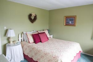Double Room with Shared Bathroom 21 Robert Charles