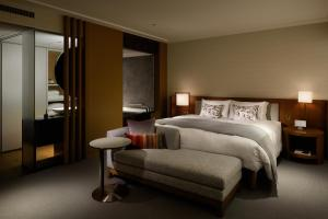 "New Club Floor ""Premier Grand"" Deluxe King Room with free access to the Club Lounge"