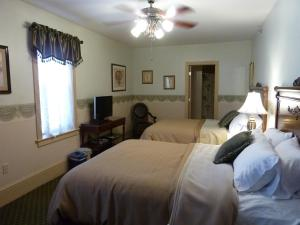 Standard Queen Room with Two Queen Beds