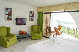 Deluxe Double Room with Side Sea View