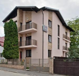 Twins Apart Hotel, Aparthotely  Brašov - big - 54