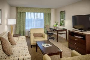 One-Bedroom King Suite - Mobility/Hearing Accessible with 3X3 Shower