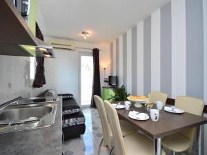 Apartment Aquanur.6, Appartamenti  Tribunj - big - 5