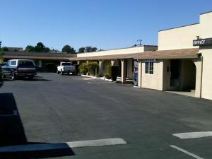 El Rancho Inn & Suites