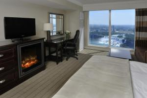 Deluxe Two-Bedroom Suite - US Falls View