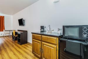 King Room with Wet Bar
