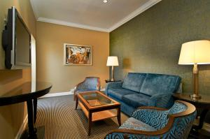 Queen Hilton Suite with Lounge Access