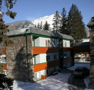 Rundle Manor Apartment Hotel Banff