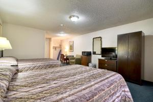 Double Room with Courtside View