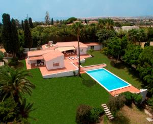 Stunning Villa with Mountain Views - Los Campitos, Villák  Estepona - big - 2