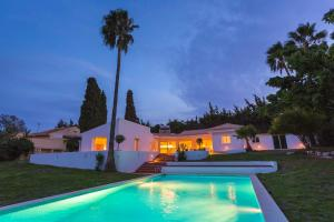 Stunning Villa with Mountain Views - Los Campitos, Villák  Estepona - big - 4