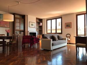 EIGHT WOLF–Exclusive apt in city center + parking - AbcAlberghi.com