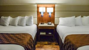 King Suite with Two King Beds - Non-Smoking