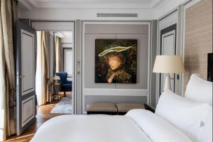 Deluxe Suite with Swimming Pool & Spa Access