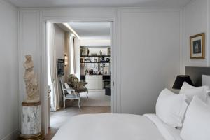 Suite with Garden View and Swimming Pool & Spa Access