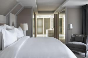 Suite with Swimming Pool & Spa Access