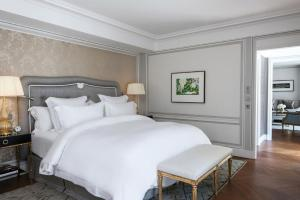 Premier Suite with Swimming Pool & Spa Access