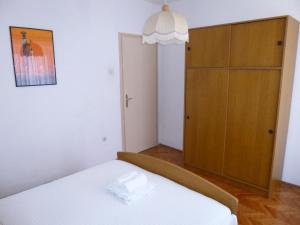 Apartment Ugljan 13764a, Appartamenti  Ugljan - big - 3